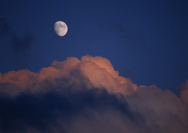 风景图 夜晚 月亮
