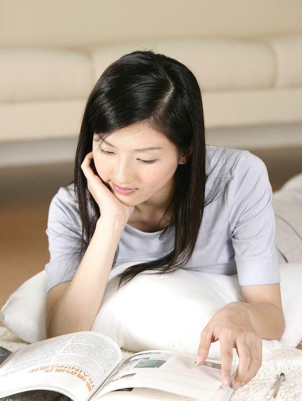 女性居家休闲图片 休闲娱乐图 知性 美女 看书