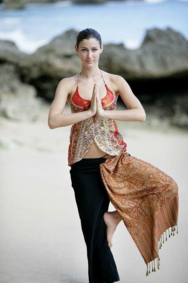阳光瑜伽图片 人物图 印度 瑜伽 国粹 人物