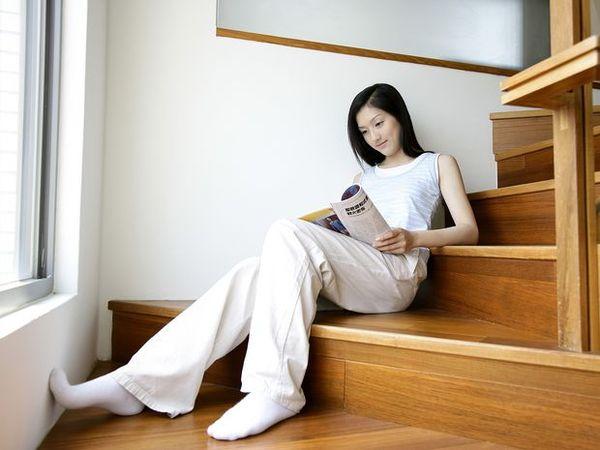 女性居家休闲图 生活方式图片