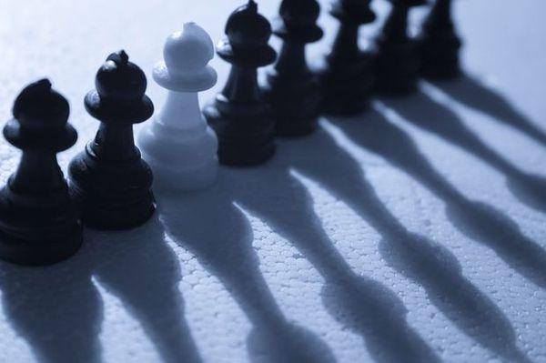 反差物件图片-创意概念图 白色 排列 <em>影子</em>,创意