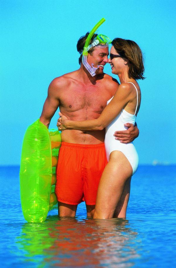 夏日艳阳图片 休闲生活图 游泳工具 安全知识 浪漫爱情 大海情调 中