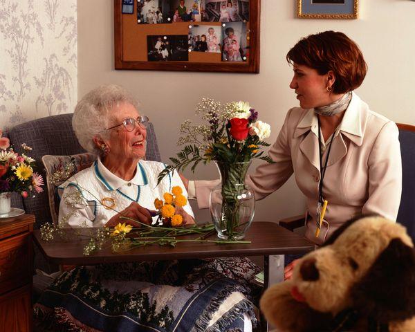 老人健康咨询_马山社区老年人协会举办义诊和健康咨询活动