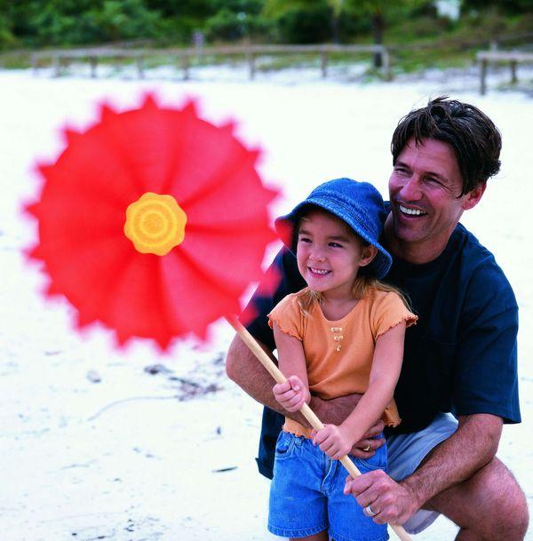 今日儿童图片 儿童教育图 亲情表达 爸爸和女儿