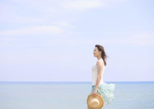 夏日少女海滩图 生活方式图片