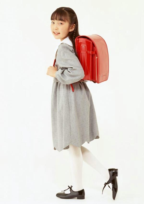 儿童特写图片-儿童图 大书包