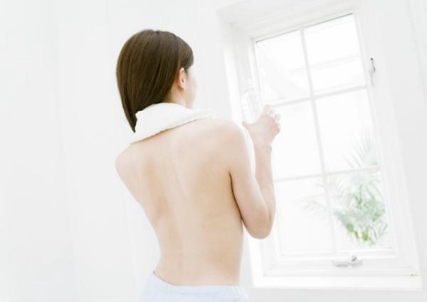 女性休闲沐浴图 时尚生活图片