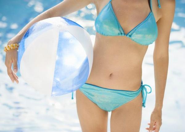 夏日泳装少女图 休闲度假图片