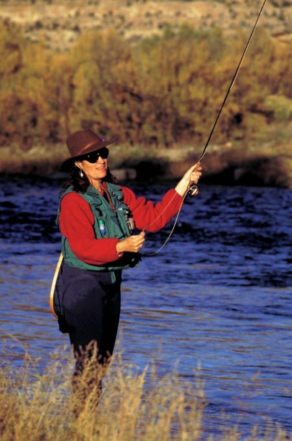 户外运动钓鱼_户外钓鱼运动
